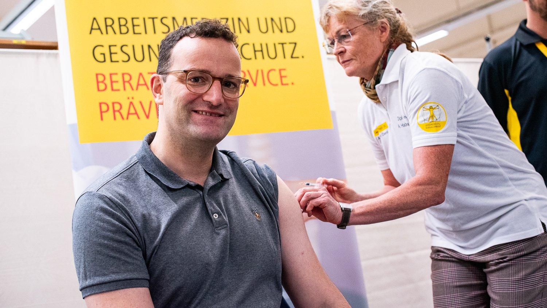 https www apotheke adhoc de nachrichten detail coronavirus deutschland bestellt astrazeneca impfstoff