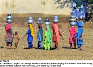 HYDERABAD: August 16 – Village women's on the way while carrying pots on their head after filling clean drinking water at Jamshoro area. APP photo by Farhan Khan