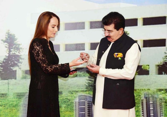 ISLAMABAD: August 24 – President of the Inter Parliamentary Union (IPU) presenting a souvenir to Chairman Senate Muhammad Sadiq Sanjrani during her visit to the Parliament House. APP