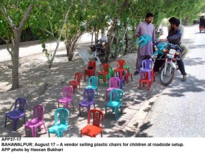 BAHAWALPUR: August 17 – A vendor selling plastic chairs for children at roadside setup. APP photo by Hassan Bukhari