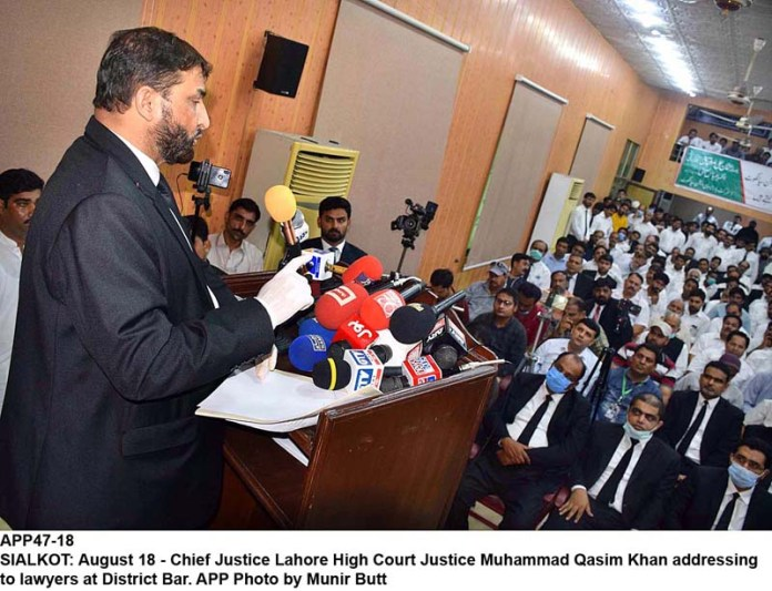 SIALKOT: August 18 - Chief Justice Lahore High Court Justice Muhammad Qasim Khan addressing to lawyers at District Bar. APP Photo by Munir Butt