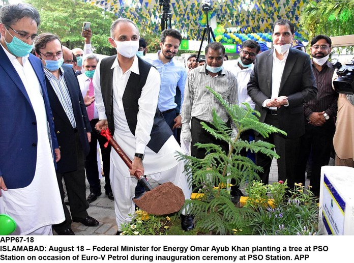 ISLAMABAD: August 18 – Federal Minister for Energy Omar Ayub Khan planting a tree at PSO Station on occasion of Euro-V Petrol during inauguration ceremony at PSO Station. APP