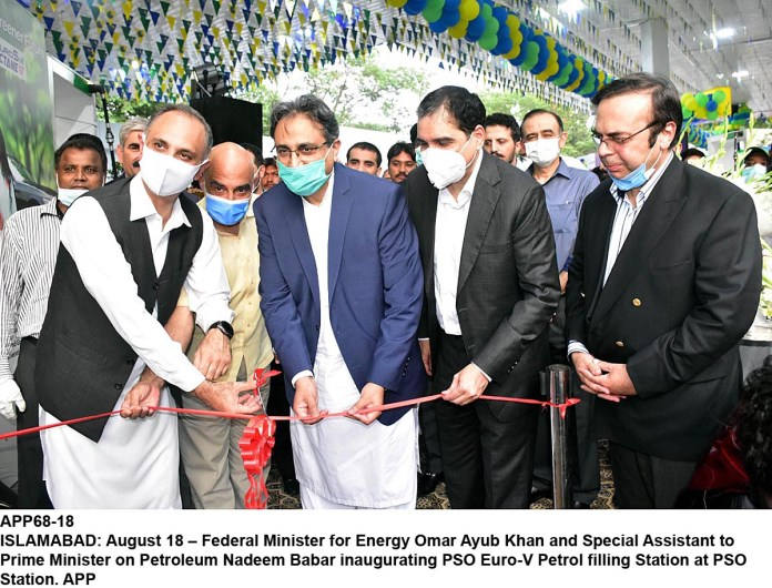 ISLAMABAD: August 18 – Federal Minister for Energy Omar Ayub Khan and Special Assistant to Prime Minister on Petroleum Nadeem Babar inaugurating PSO Euro-V Petrol filling Station at PSO Station. APP