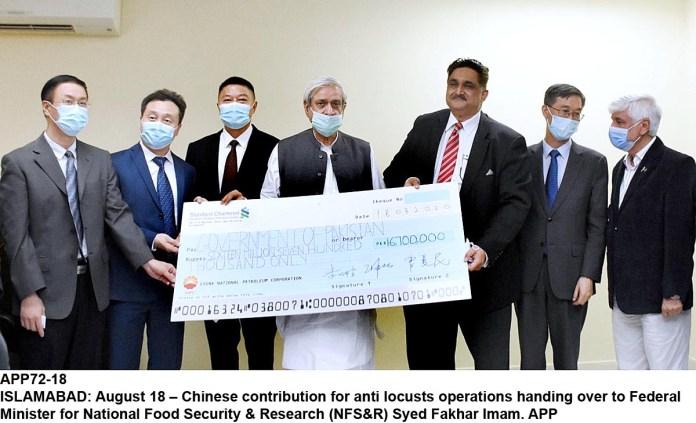 ISLAMABAD: August 18 – Chinese contribution for anti locusts operations handing over to Federal Minister for National Food Security & Research (NFS&R) Syed Fakhar Imam. APP