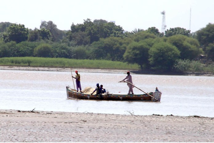 HYDERABAD: September 25 – Fisherman busy in fishing in River Indus. APP photo by Akram Ali