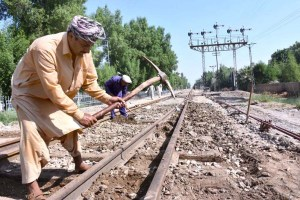 LARKANA: September 21 – Railway staffers repairing rail tracks near Railway Station. APP photo by Nadeem Akhtar