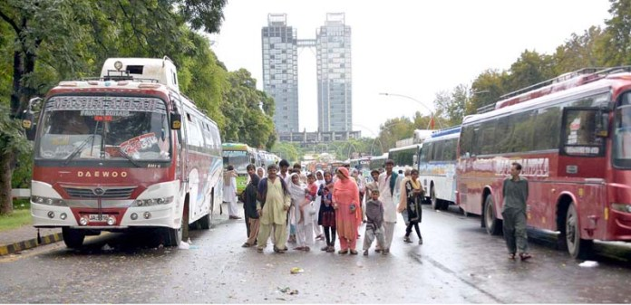 ISLAMABAD: September 25 – Hindu community arriving to participate in sit in protest against the killing of 11 Pakistani Hindus in India. APP photo by Saadia Haidari