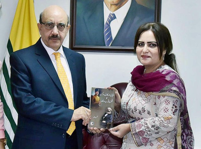 ISLAMABAD: September 08 – Renowned writer Asia Mir presenting her book to President Azad Kashmir Sardar Masood Khan. APP