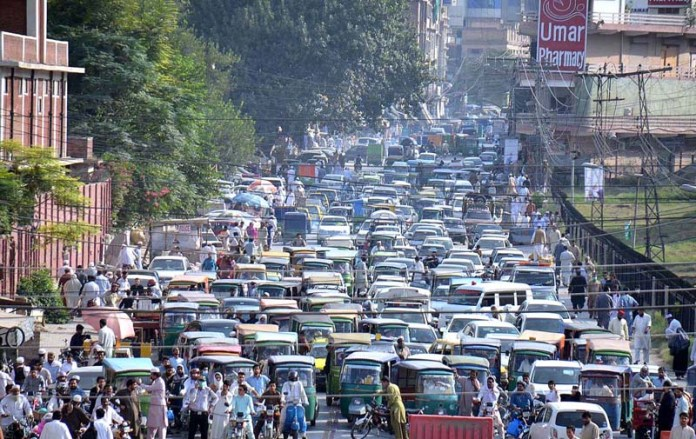 PESHAWAR: September 28 – View of bumper to bumper traffic jam at Bala Hisar Road. APP Photo by Shaheryar Anjum