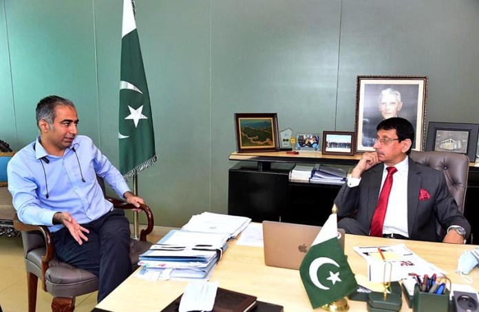 ISLAMABAD: September 02 – Founder of Byonyks, The Medical Devices Company that developed Pakistan's first bloodless dialysis machine, Farrukh Usman called on Federal Minister for IT and Telecommunication, Syed Amin Ul Haque. APP