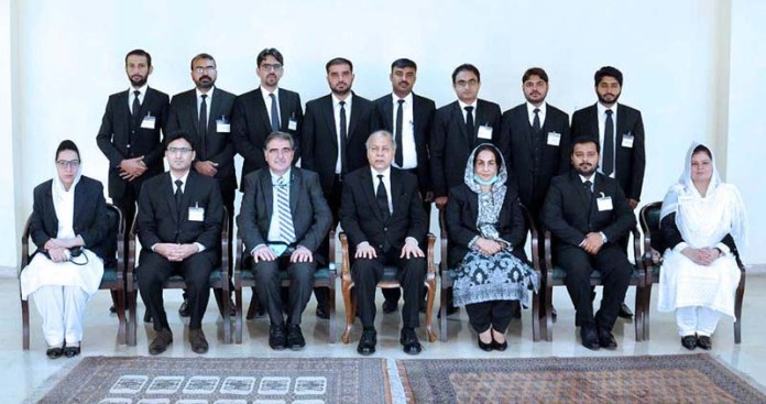 ISLAMABAD: September 17 – Honourable Chief Justice of Pakistan, Mr. Justice Gulzar Ahmed in a group photo at Supreme Court with the delegation of Assistant Directors Legal FIA undergoing training at Federal Judicial Academy. APP