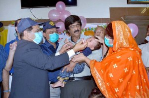 MULTAN: September 19 - Commissioner Javed Akhtar Mahmood inaugurating 5th days polio campaign by administering polio vaccine drops to a child at Shahbaz Sharif Hospital. APP photo by Safdar Abbas