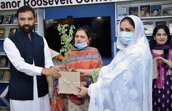 PESHAWAR: September 08 – VC SBBWU Prof. Dr. Razia Sultana and Advisors to CM on Science and IT Zia Ullah Khan Bangash distributing Sheshum plants to different colleges representative during plant distribution ceremony in affiliated colleges at SBBWU. APP Photo by Shaheryar Anjum