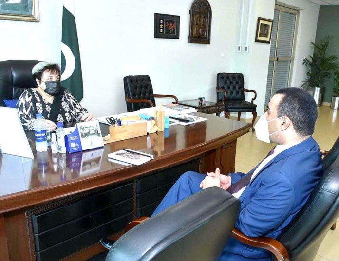 ISLAMABAD: September 04 - Head of office at Amnesty International for South Asia Omar Warraich called on Federal Minister for Human Rights, Dr. Shireen Mazari. APP