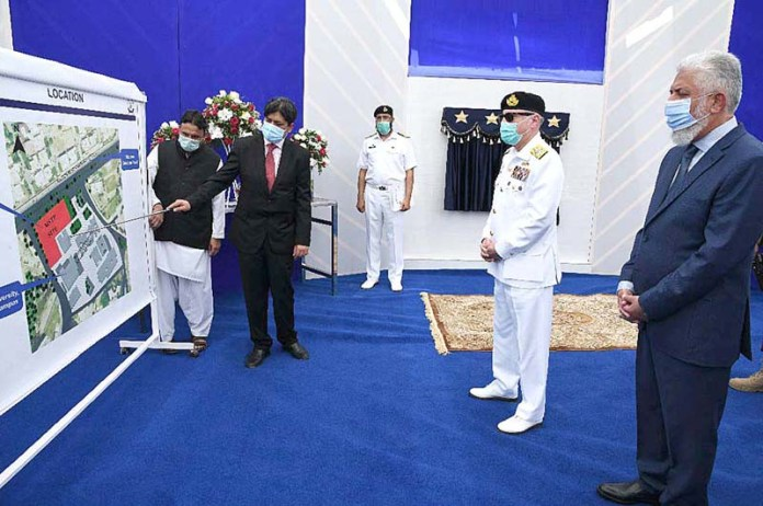 KARACHI: September 25 – Chief of the Naval Staff Admiral Zafar Mahmood Abbasi is being briefed after inaugurating Bahria School of Engineering & Applied Sciences (BSEAS) at Bahria University. APP