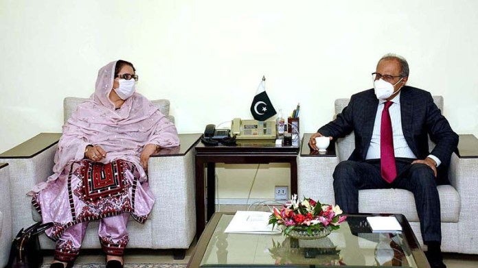 ISLAMABAD: September 23 – Adviser to the Prime Minister on Finance and Revenue, Dr. Abdul Hafeez Shaikh in a meeting with Minister for Defence Production, Ms. Zubaida Jalal. APP