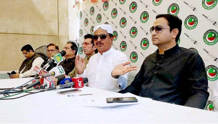 KARACHI: September 28 - PTI MPA Haleem Adil Sheikh addressing a press conference at Insaf House. APP photo