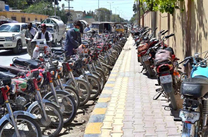 QUETTA: September 07 – A view of motorcycles parked on footpath creating problems for pedestrians near Deputy Commissioner Office. APP photo by Mohsin Naseer