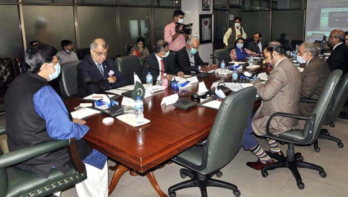 ISLAMABAD: September 23 - Federal Minister for Privatisation Mohammedmian Soomro chairing a Privatisation Commission Board meeting. APP photo by Saleem Rana