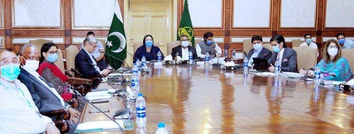 LAHORE: September 17 – Provincial Minister for Health Dr. Yasmeen Rashid along with Chief Secretary Punjab presiding over a meeting regarding anti polio campaign. APP