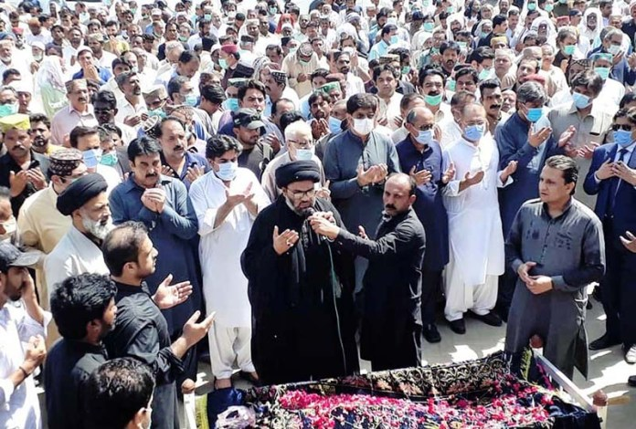 SUKKUR: September 07 - Sindh Chief Minister Syed Murad Ali Shah, Provincials Ministers Saeed Ghani, Syed Awais Shah and others offering dua after funeral prayers of mother of Sindh Information Minister Syed Nasir Hussain Shah at Karbala Maidan Rohri. APP photo by Nadeem Akhtar