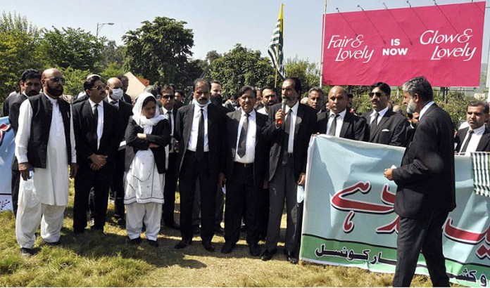 ISLAMABAD: October 03 – Lawyers holding a protest demonstration in front of National Press Club against human rights violations in Indian Occupied Jammu and Kashmir and release of political prisoners. APP photo by Saleem Rana