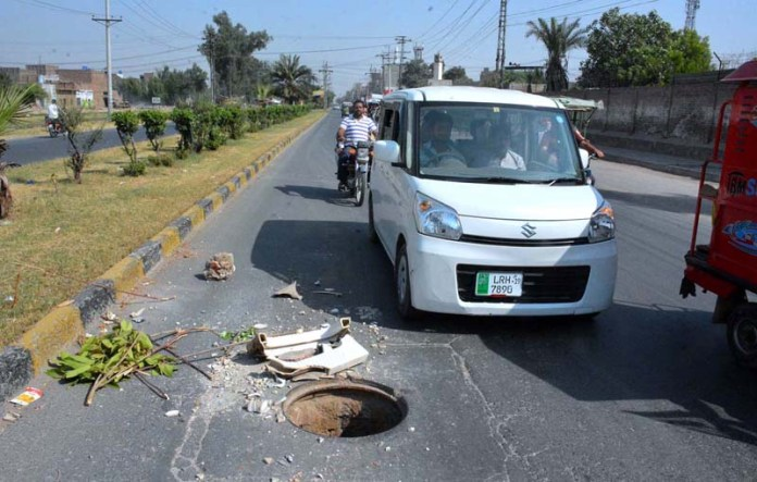 FAISALABAD: October 12 - A view of open PTCL main-hole in the middle of Jhumra Road near WAPDA Colony may cause any mishap and needs the attention of concerned authorities. APP photo by Tasawar Abbas