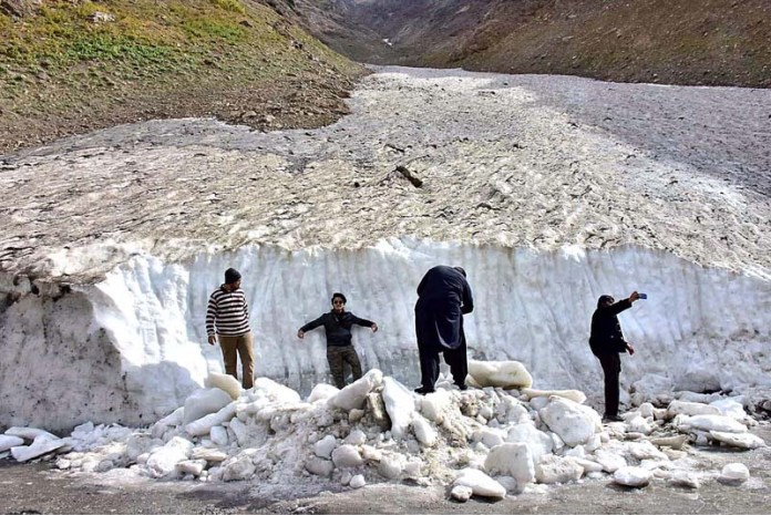 BATTAKUNDI: October 26 - Visitors taking selfies and photographs in front of huge glacier. APP Photo by Irshad Sheikh