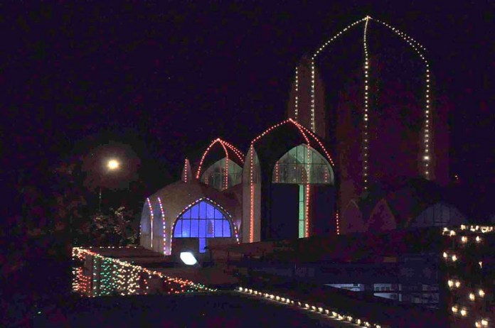 ISLAMABAD: October 29 – An attractive illuminated view of a mosque in connection of Eid Melad-un-Nabi(PBUH) celebrations in the federal capital. APP photo by Saleem Rana