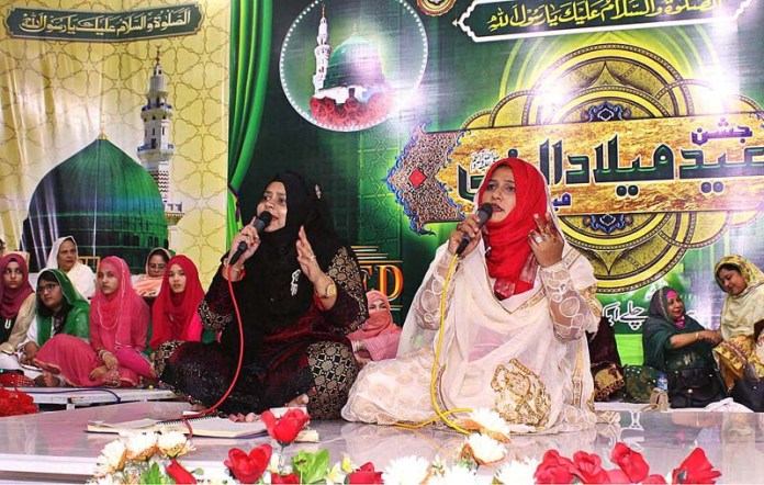 HYDERABAD: October 26 – Women Naat khawan reciting Naat during Mefail-e-Milad Nabi (PBUH) in connection with Eid Milad un Nabi (PBHU) at Latifabad. APP photo by Farhan Khan