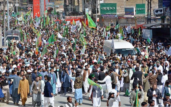 QUETTA: October 30 - A large number of people participating in procession to celebrate birthday of Holy Prophet Muhammad (Peace Be Upon Him) at Liaqat Bazaar. APP photo by Mohsin Naseer