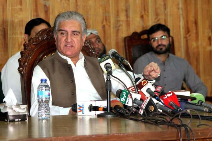 MULTAN: October 18 - Foreign Minister Makhdoom Shah Mahmood Qureshi talking to media persons. APP photo by Tanveer Bukhari