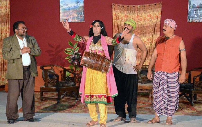 LARKANA: October 18 – Artists performing in a stage drama (Odhar Jee maa) on late Saturday Night at Arts Council. APP photo by Nadeem Akhtar