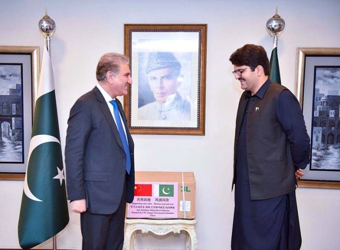 ISLAMABAD: October 05 - Bayazeed Kasi, PTI Advisor On Cooperation With CPC (Chinese Communist Party) presenting the medical aid sent by CPC to Foreign Minister Makhdoom Shah Mahmood Qureshi at Ministry Of Foreign Affairs. APP