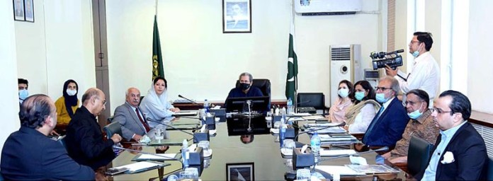 ISLAMABAD: October 07 - Pak-UK Business Council delegation led by the Chairman Khursheed Barlas in a meeting with Federal Minister for Education and Professional Training, Shafqat Mahmood. APP