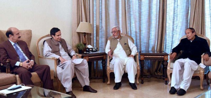 LAHORE: October 11 – Caretaker Chief Minister GB, Mir Afzal Khan in meeting with Speaker Punjab Assembly Ch.Pervaiz Elahi at his residence. APP photo by Asim Shigri