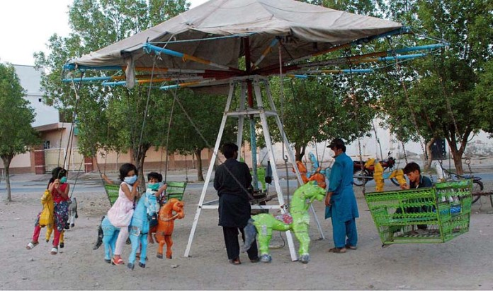 BAHAWALPUR: October 08 - Children enjoying cradles ride at Badar Sher. APP photo by Hassan Bukhari