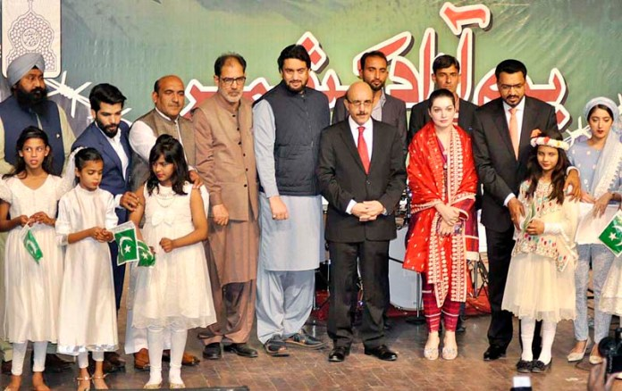 RAWALPINDI: October 25 – A group photograph of Chairman Kashmir Committee Shehryar Khan Afridi, President Azad Jammu & Kashmir Sardar Masood Khan and Chairperson Kashmir Peace and Culture Mishal Malik during ceremony to mark Azad Kashmir Day organized by Kashmir Institute for International Relations (KIIR) in collaboration with Minorities of Pakistan at Rawalpindi Arts Council. APP photo by Saleem Rana