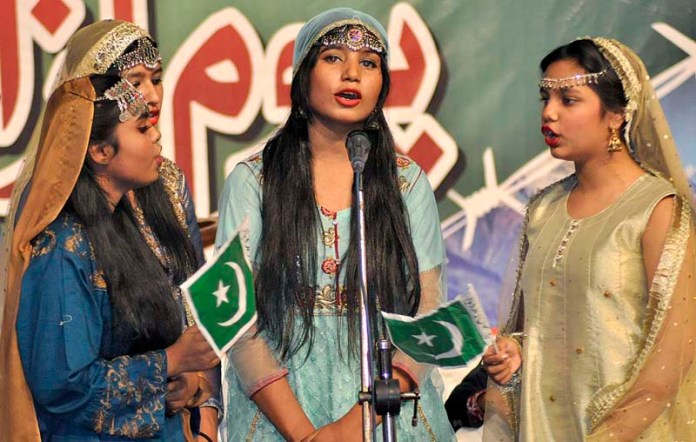 RAWALPINDI: October 25 – Girls singing Kashmiri song on the stage during ceremony to mark Azad Kashmir Day organized by Kashmir Institute for International Relations (KIIR) in collaboration with Minorities of Pakistan at Rawalpindi Arts Council. APP photo by Saleem Rana