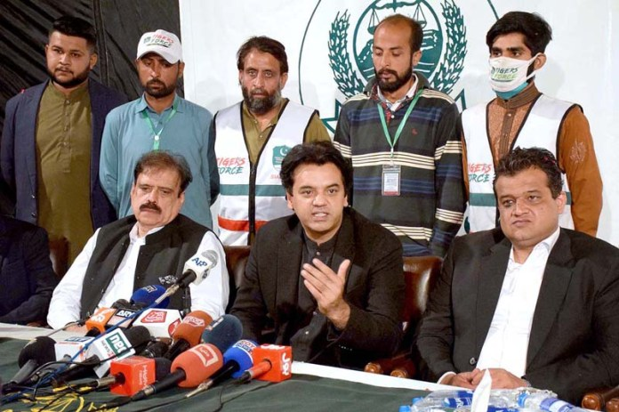 SIALKOT: October 31 – SPAM for Youth Affairs Muhammad Usman Dar along with Naveed Anwar Bhinder Chairman PAMRA addressing to media persons. APP photo by Muhammad Munir Butt