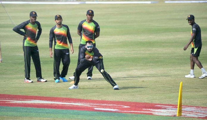 RAWALPINDI: October 29 – Players of Zimbabwe Cricket Team during practice session at Rawalpindi Cricket Stadium. APP photo by Abid Zia