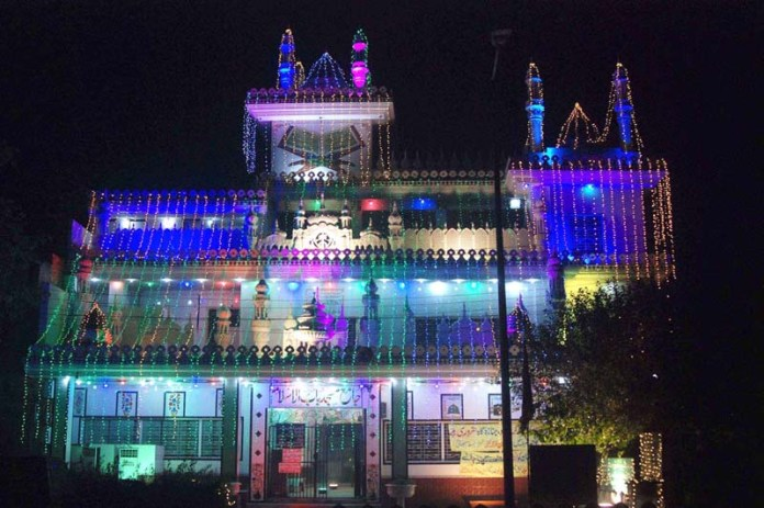 LAHORE: October 29 - An illuminated view of Jamia Masjid Babul Islam decorated with colorful lights in connection with Eid Milad-un-Nabi(SAWW) Celebrations. APP photo by Mustafa Lashari