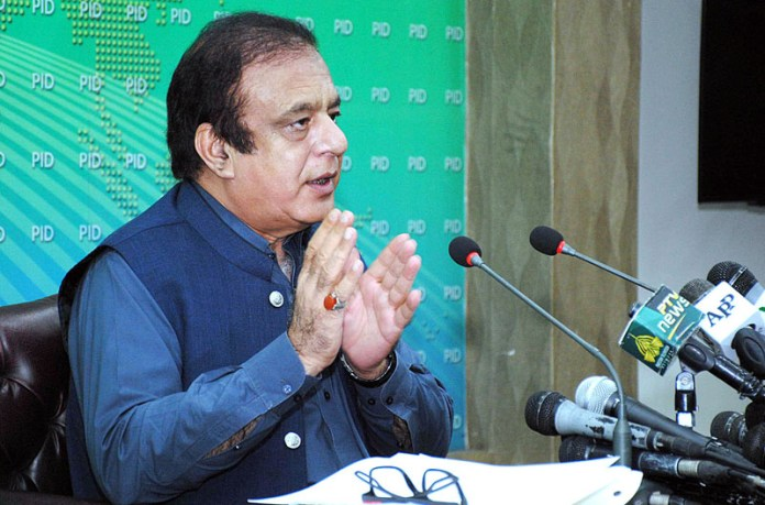 ISLAMABAD: October 13 – Federal Minister for Information and Broadcasting Senator Shibli Faraz addressing a press conference at PID Media Centre. APP photo by Irshad Sheikh