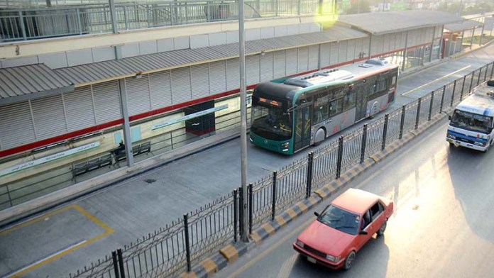 PESHAWAR: October 21 – Test drive of BRT being conducted to resume the service on October 25. APP Photo by Shaheryar Anjum