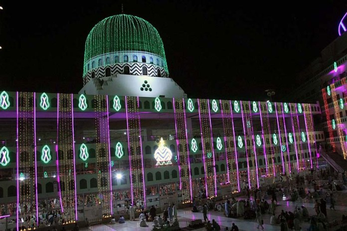 KARACHI: October 26 – An illuminated view of Faizan-e-Madina Mosque decorated with colourful lights in connection with Eid-e-Milad-un-Nabi (PBUH). APP Photo M Saeed Qureshi