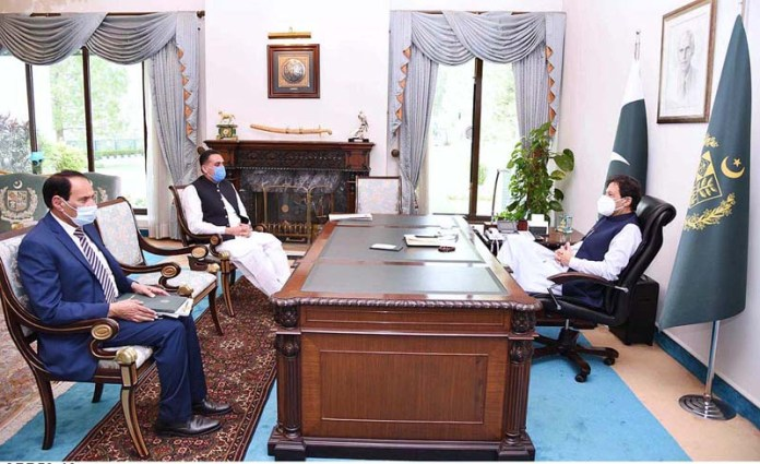 ISLAMABAD: October 19 – Member National Assembly Shoukat Ali Bhatti called on Prime Minister Imran Khan. APP
