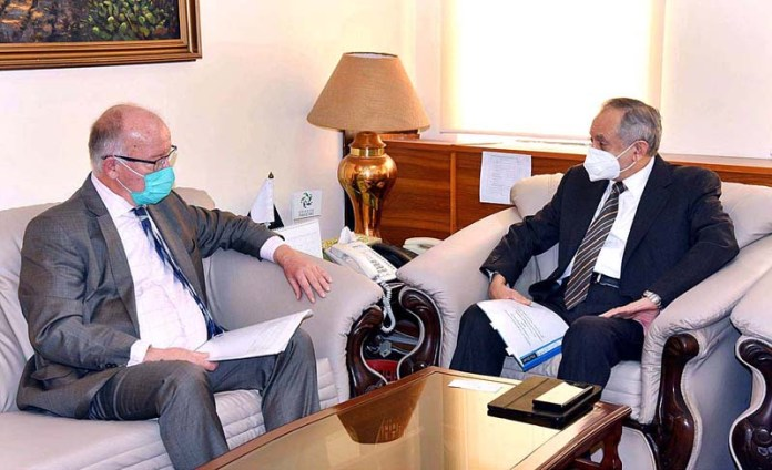 ISLAMABAD: October 28 - Ambassador of Norway to Pakistan, H.E. Kjell-Gunnar Eriksen called on Advisor to the Prime Minister on Commerce and Investment, Abdul Razak Dawood. APP
