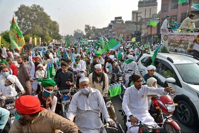 LAHORE: October 30 - A large number of people participating in Eid Milad-un-Nabi (PBUH) procession to celebrate birthday of Holy Prophet Muhammad (Peace Be Upon Him). APP photo by Rana Imran