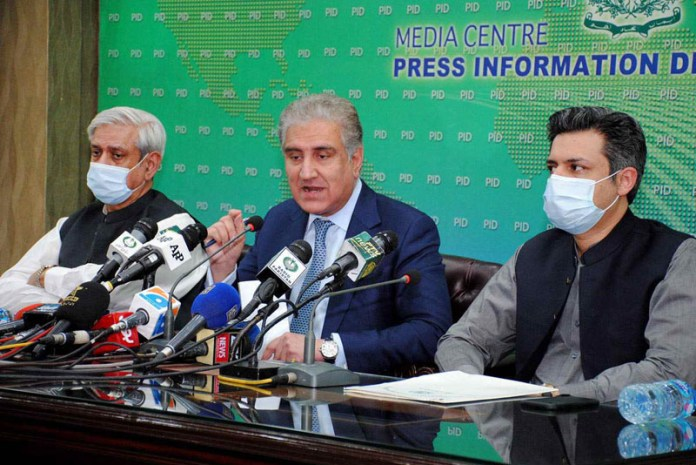 ISLAMABAD: October 14 - Foreign Minister Shah Mehmood Qureshi, Federal Minister for Food Security Fakhar Imam and Federal Minister for Industries and Productions Hammad Azhar jointly addressing a press conference at PID Media Centre. APP photo by Irshad Sheikh