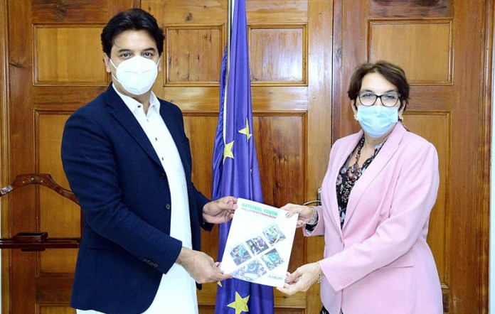 ISLAMABAD: October 07 - Special Assistant to Prime Minister on Youth Affairs M. Usman Dar presenting a copy of National Youth Development Framework to EU's Ambassador in Pakistan Ms. Androulla Kaminara. APP